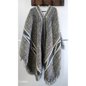 Poncho de lana hilada moro Santiagueño